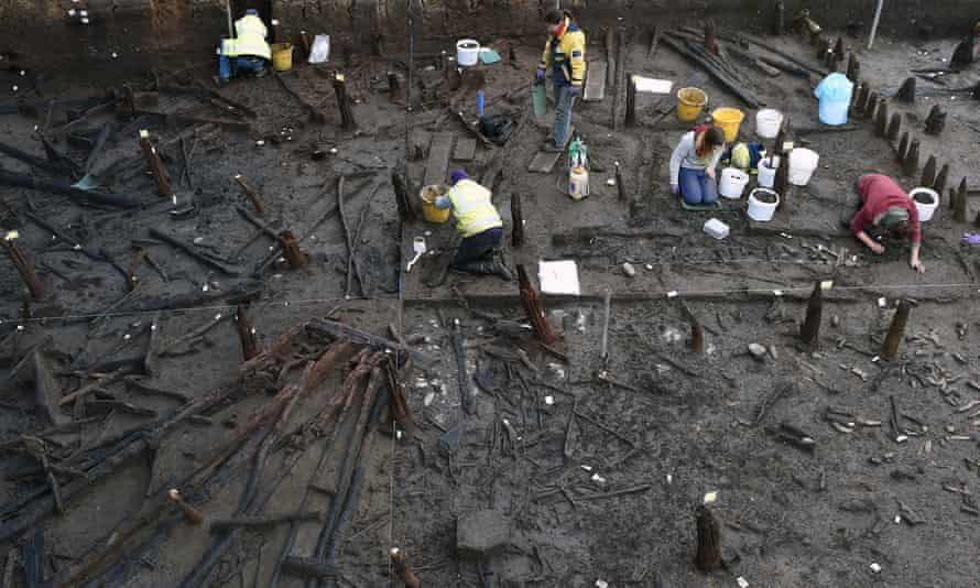 Archaeologists excavate a bronze age settlement
