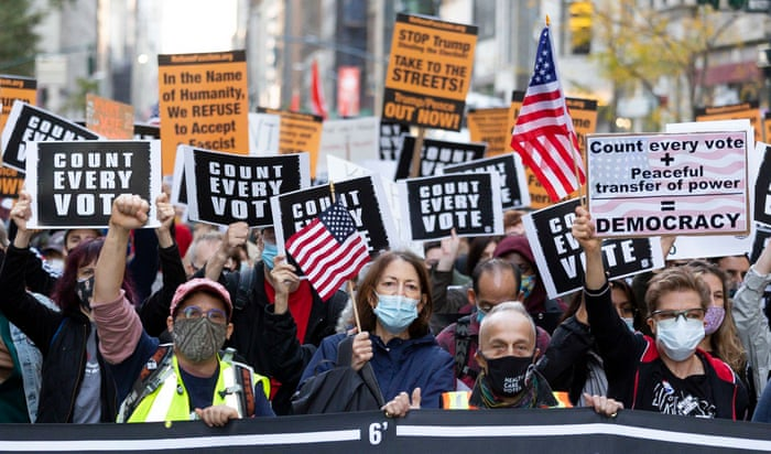 Count every vote': protesters take to streets across US as ballots tallied  | US news | The Guardian presidente dos EUA