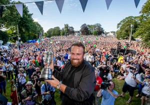 Shane Lowry with the Claret Jug.