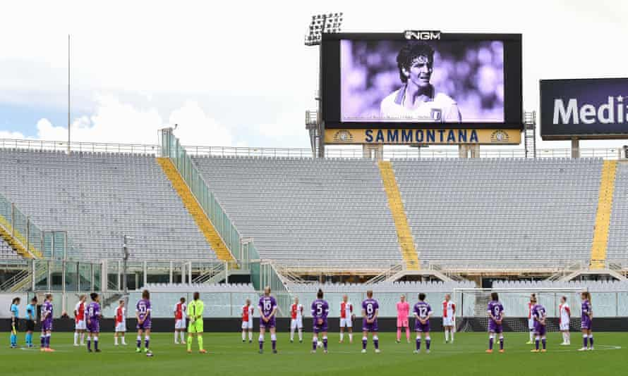 Players hold a minute's silence for Rossi before the Women's Champions League game between Fiorentina and Slavia Prague.