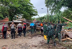 Indonesian police and army personnel searching for victims among the ruins buildings near Anyer Beach after a tsunami hit Sunda Strait in Anyer, Banten, Indonesia