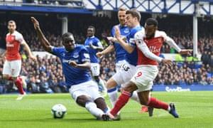 Kurt Zouma blocks Alexandre Lacazette's shot as Everton beat Arsenal 1-0.