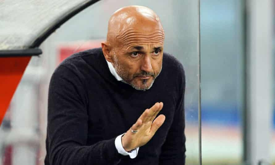 Roma's head coach, Luciano Spalletti, has denied reports of a row with Francesco Totti.