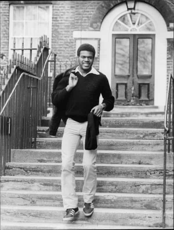 Tony Armatrading در سال 1981.