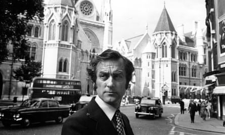 Harold Evans outside the high court. He was famously courageous, the first editor to ignore D-notice guidance given by a senior intelligence officer on stories that might breach the Official Secrets Act.