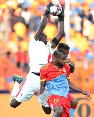 Uganda's keeper Denis Onyango beats Congo's Britt Assombalonga and Cedric Bakambu to the ball.