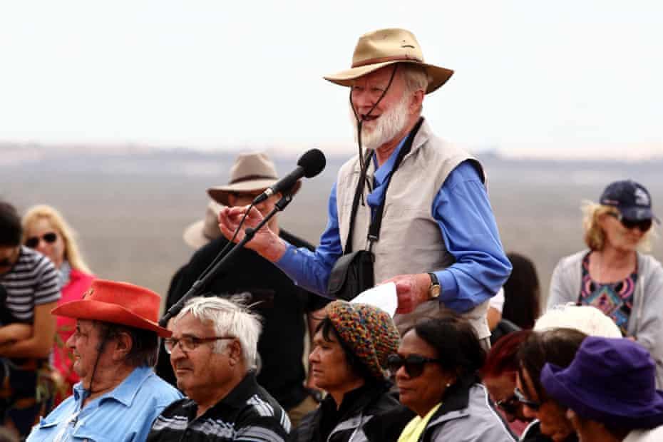 Jim Bowler talks at service at Lake Mungo.