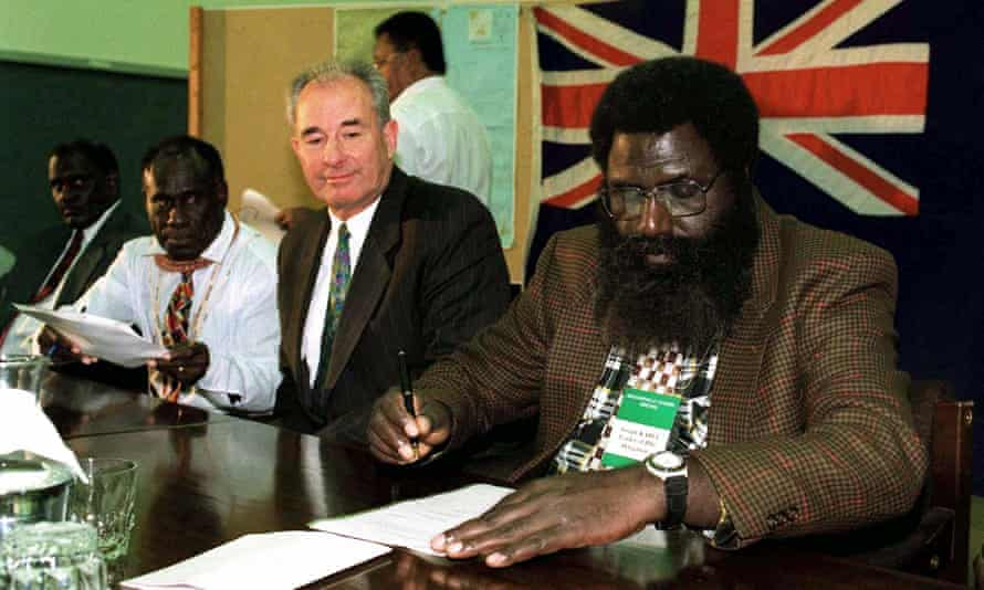 Watched by New Zealand's foreign minister Don McKinnon (2nd R), Gerard Sinato (2nd L), premier of the PNG-aligned Bougainville Transitional Government, and Joseph Kabui (R), representative of the Bougainville Revolutionary Army, sign a peace accord in Christchurch in July 1997.