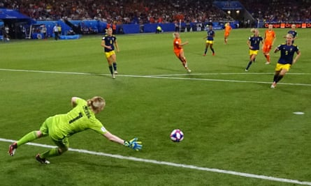 Jackie Groenen's shot beats Sweden's goalkeeper Hedvig Lindahl to put the Netherlands into the final.