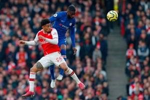 Chelsea defender Fikayo Tomori (R) jumps against Arsenal midfielder Reiss Nelson