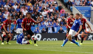 Leicester City's Jamie Vardy scores his second, and the Foxes' third goal.