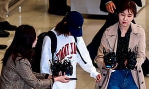 K-pop star Jung Joon-young surrounded by reporters as he arrives at Incheon international airport amid the K-pop sex scandal