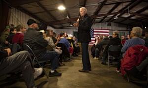 Joe Biden phát biểu tại Hội chợ Jackson County ở Maquoketa, Iowa.