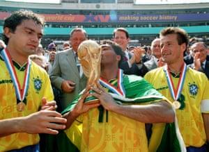 Romário kisses the World Cup in 1994.