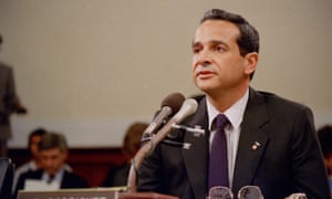 Felix I. Rodriguez, a former CIA operative, testifies before the joint House-Senate committee investigating the Iran-Contra affair on Capitol Hill in Washington, May 28, 1987.