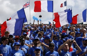 The French fans are making all the noise at Queens as their man takes control.