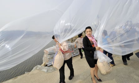 Activists prepare to release balloons carrying chocolates and anti-DPRK leaflets in 2012.