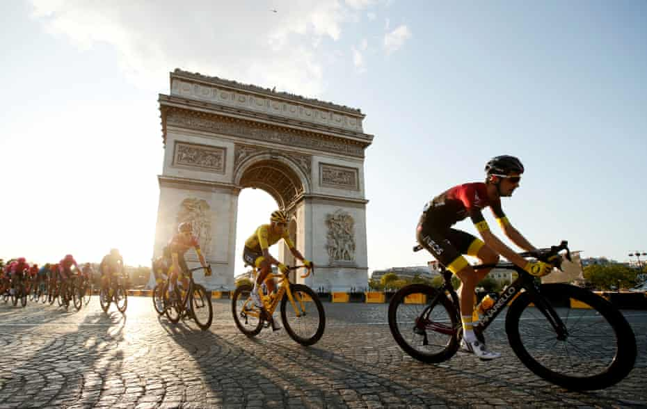 Bernal in action in front of the Arc de Triomphe.