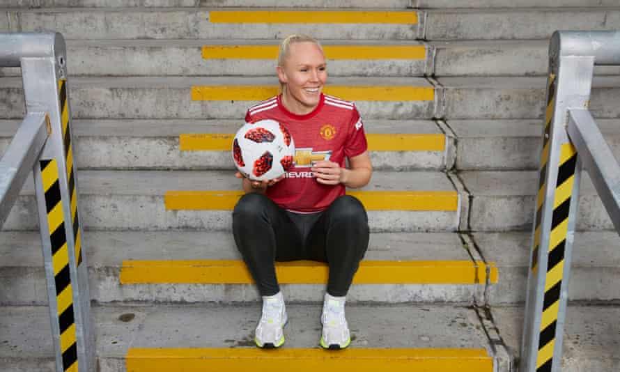 Maria Thorisdottir has joined Manchester United from Chelsea.