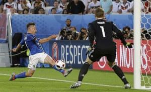 Emanuele Giaccherini cuts back a dangerous ball across the box.