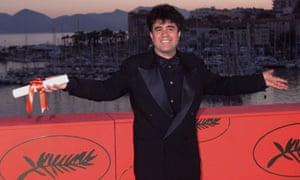 Spanish director Pedro Almodóvar holds his best director award after the closing ceremony at the 52nd Cannes Film Festival, 23 May 1999.
