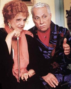 Jeanne Moreau and Michel Serrault in La vieille qui marchait dans la mer, 1991