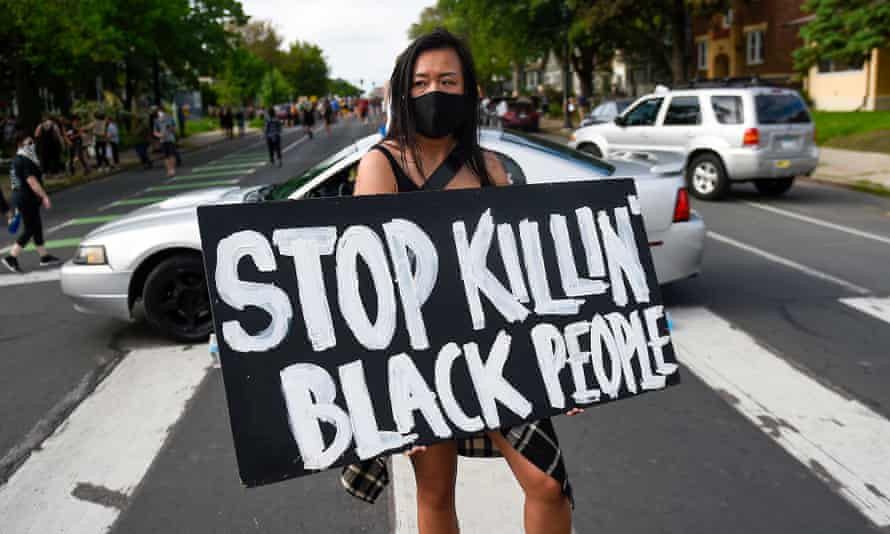 Police abuse protest in wake of George Floyd death in Minneapolis<br>epaselect epa08446273 Amy Gee of Minneapolis holds a sign reading 'Stop Killin' Black People' near the scene of the arrest of George Floyd, who later died in police custody, in Minneapolis, Minnesota, USA, 26 May 2020. A video posted online on 25 May, appeared to show George Floyd, 46, pleading with arresting officers that he couldn't breathe as an officer knelt on his neck. The unarmed black man died in police custody. EPA/CRAIG LASSIG