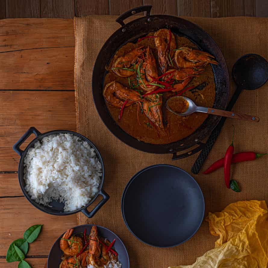 Choo chee gung – dry red curry with tiger prawns by Wichet Khongphoon.
