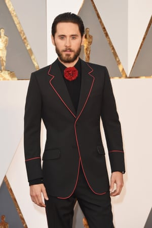 What is Jared Leto saying with his statement flower? That he hates bow-ties? That he's forgotten his bow-tie? Or that 30 Seconds To Mars' next album is going to have a flamenco theme running through it?
