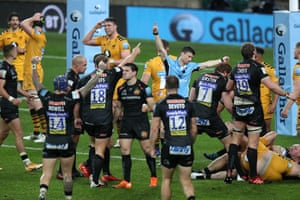 Exeter Chiefs players celebrate as they win a penalty.