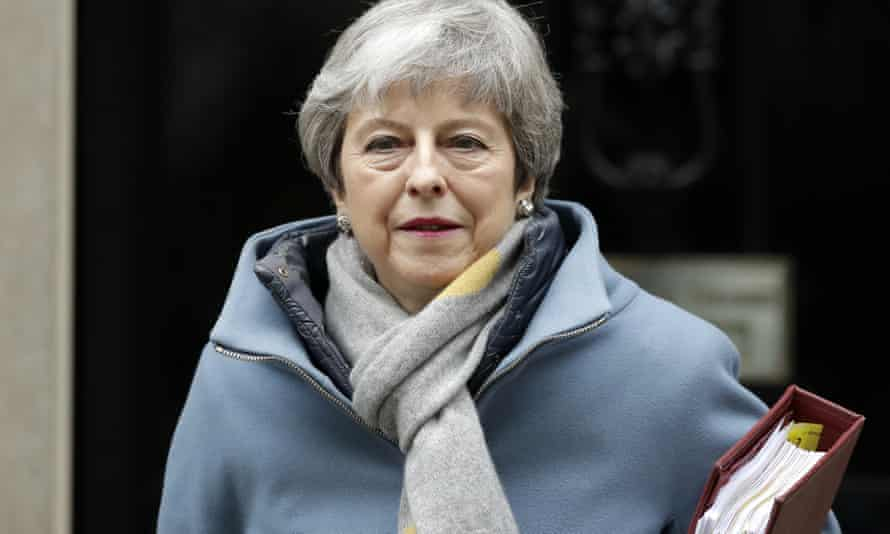 Theresa May leaves No 10 to attend PMQs