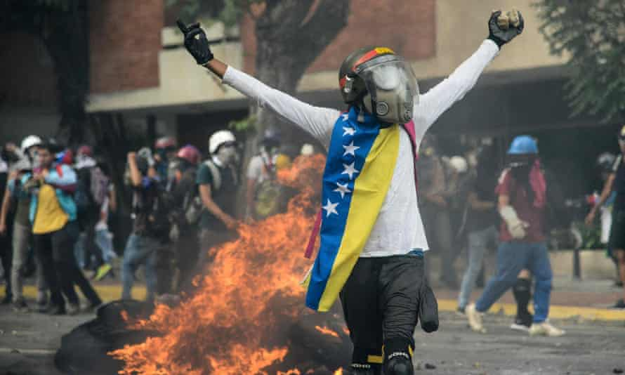Opposition demonstrators clash with riot police in Caracas on 31 May 2017.