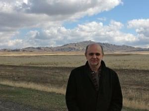 Author John Farndon.