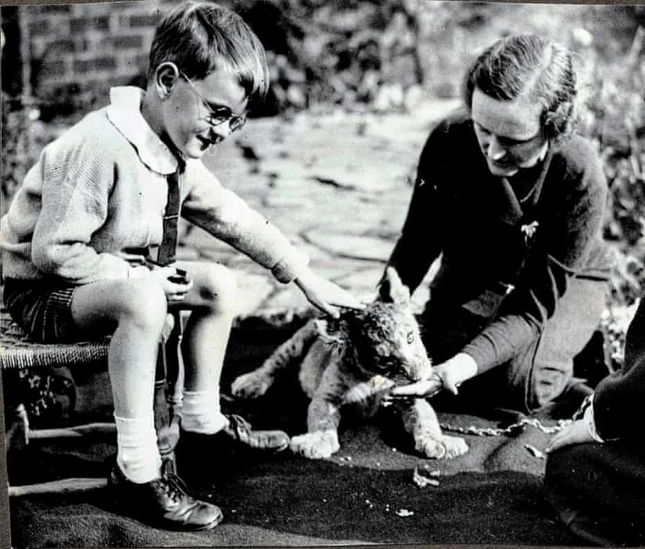 Dorking with Frances' younger brother Freda and Nick, the lion of the lion in the garden of Westcote House. This photo was taken by correspondents of the Daily Express who came to take a picture of the Sangh on Sunday, May 26, 1935.