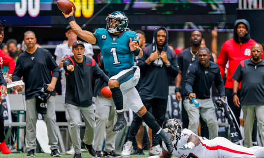Jalen Hurts gets away from a tackle for the Eagles