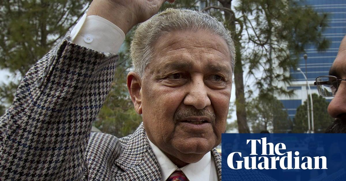Pakistani nuclear weapons scientist Abdul Qadeer Khan dies aged 85