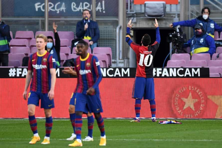 Lionel Messi pays tribute to Diego Maradona.