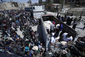 Syrian authorities distribute food to Douma residents.