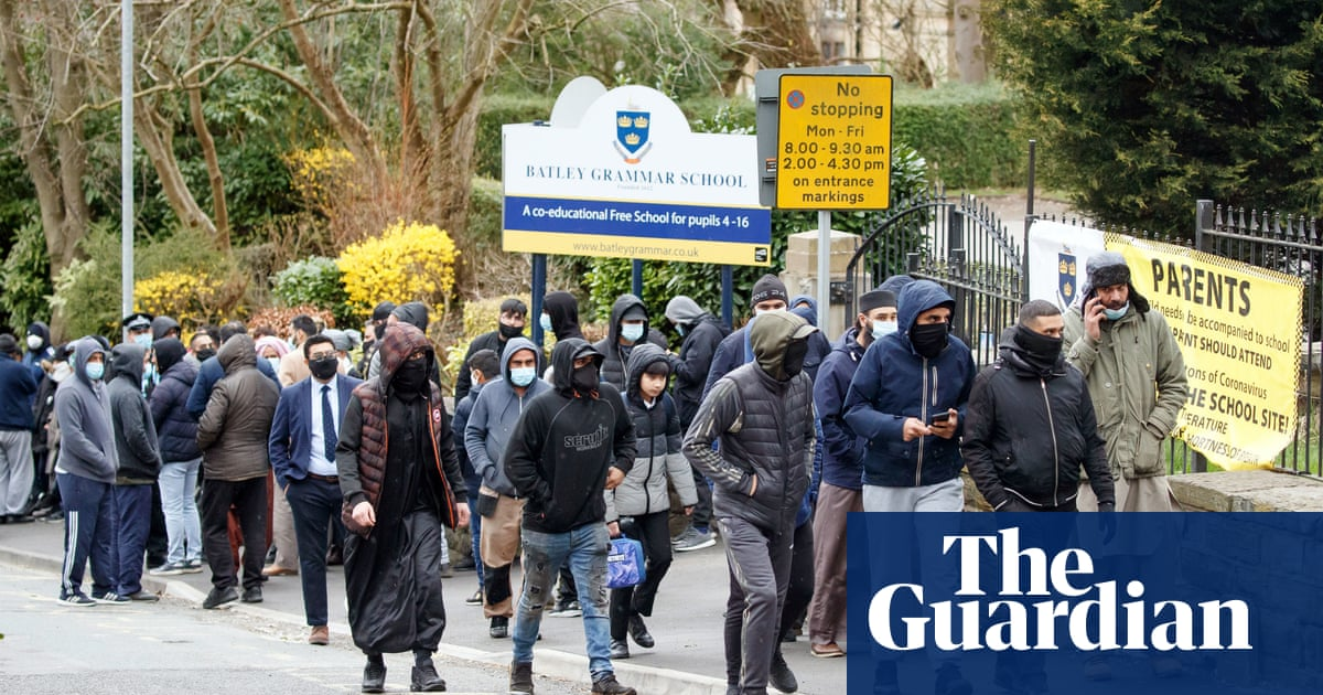 'It's about raising awareness': Muslims in Batley on school protest