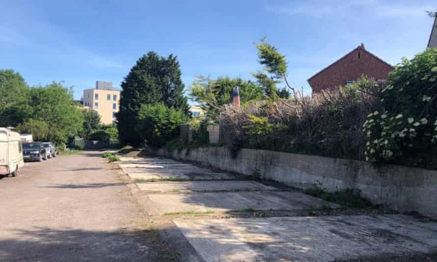 Un antiguo garaje en Horfield, Bristol, donde se van a construir las primeras 'casas huecas'