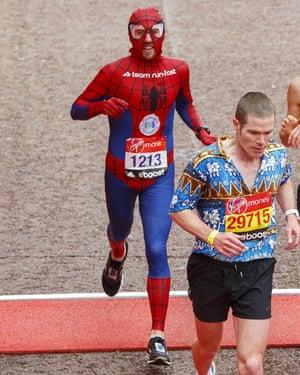 Paul Martelletti dressed as Spider-Man, just behind Hawaiianshirt-Man.