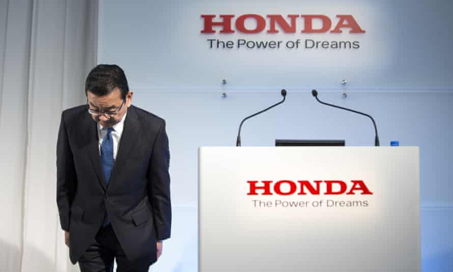 Takahiro Hachigo, president of Honda, bows before a press conference in Tokyo on Tuesday.