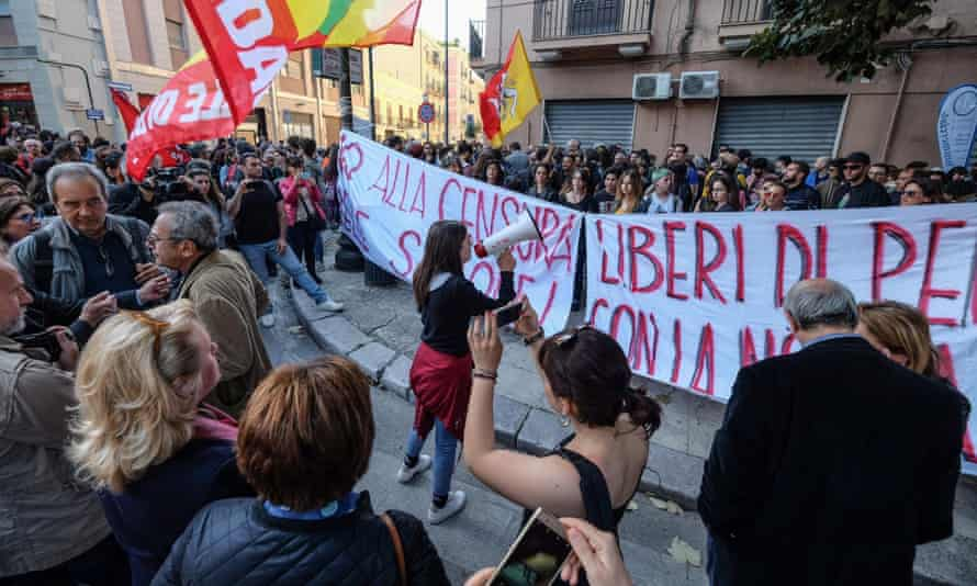 Students protest in Palermo against the suspension of Rosa Maria Dell'Aria.