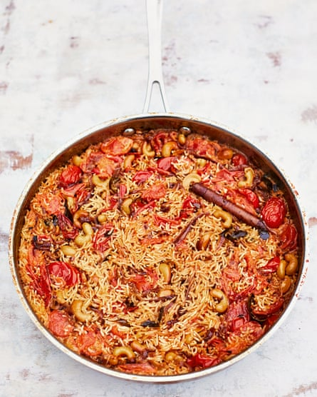 Summer pilau with tomato, coconut and cashews