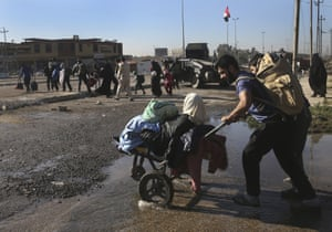 People flee fighting between Iraqi forces and Islamic State militants. An Iraqi commander has said troops are continuing to advance towards the centre of the city