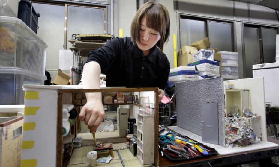 Miyu Kojima at work on one of her pieces