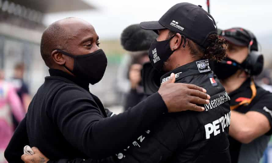 Lewis Hamilton celebrates victory in Portimão with his father