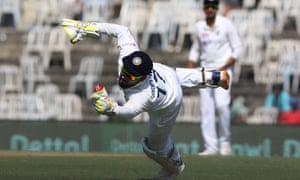 Leach goes for 5, caught by Pant