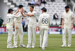 Ollie Robinson celebrates the wicket of Neil Wagner.
