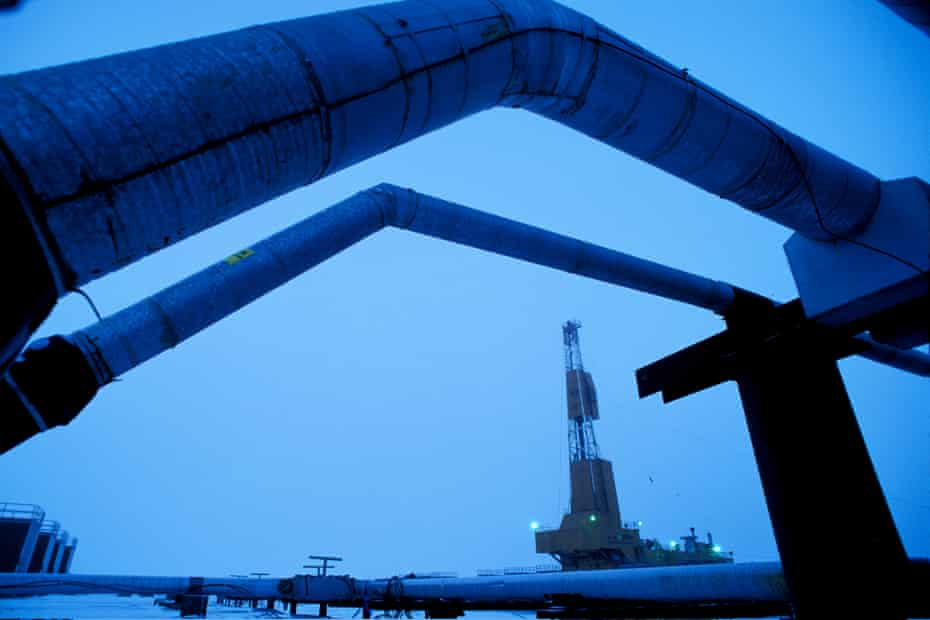 An oil well drilling rig and pipelines in a BP oilfield near Prudhoe Bay.